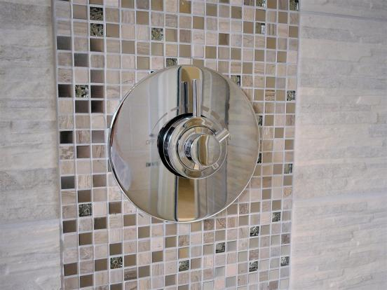 THERMOSTATIC SHOWER.