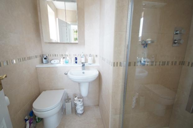 E/S Shower Room