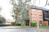 Studio apartment in Acorn Grove, Harlington...