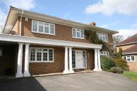 Detached house in Donnay Close...