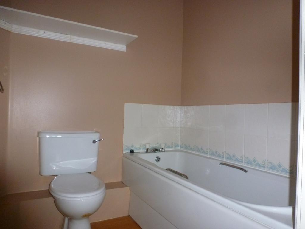 32 Godwit bathroom