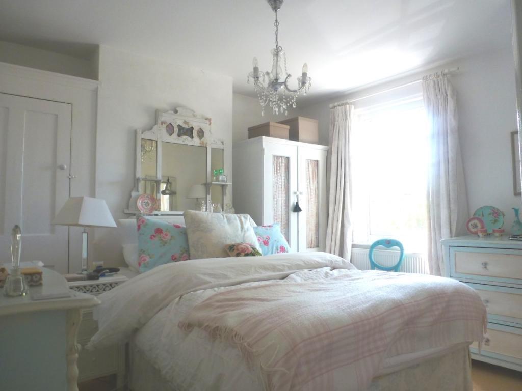 11 Heath Road bed 1