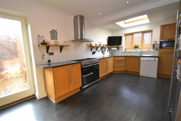 L - SHAPED KITCHEN