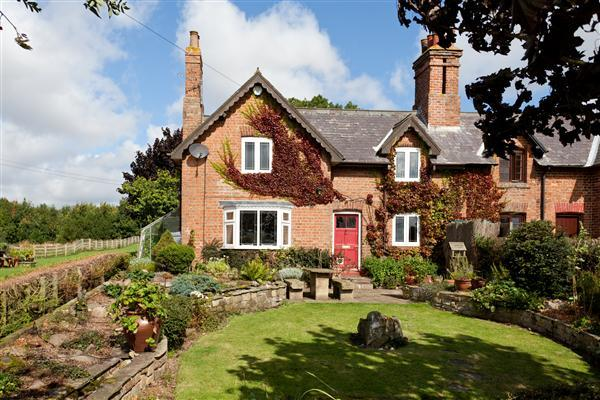 Bedroom semi detached house for sale in 1 woodend cottage annexe
