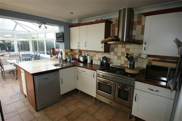 3 Bedroom Semi Detached House For Sale In Lowestoft Drive