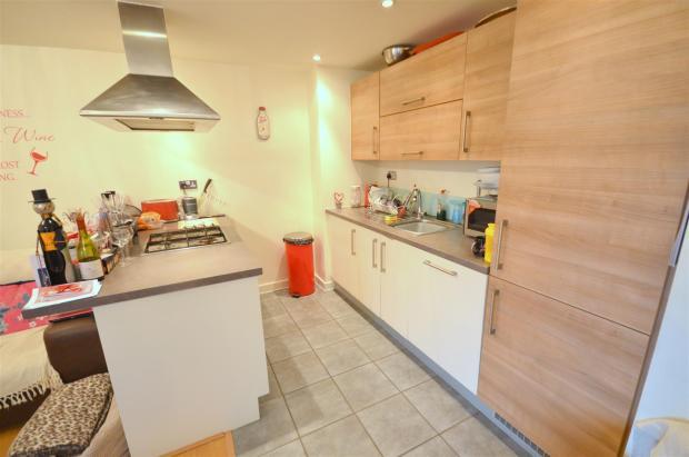 Kitchen/lounge: