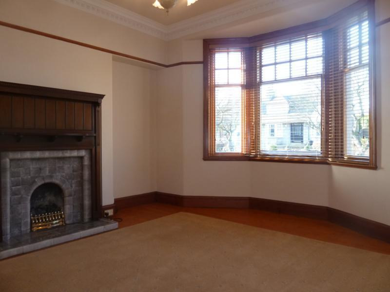 10 Royfold Crescent - Lounge