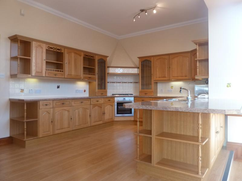 10 Royfold Crescent - Kitchen