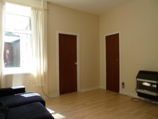 155 Hutcheon Street, Ground Right - Lounge