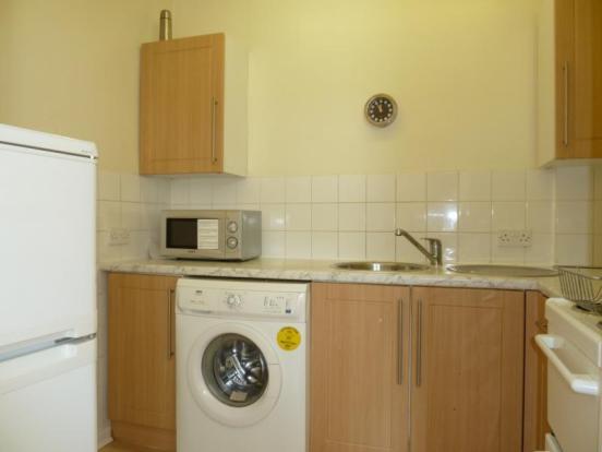 155 Hutcheon Street, Ground Right - Kitchen