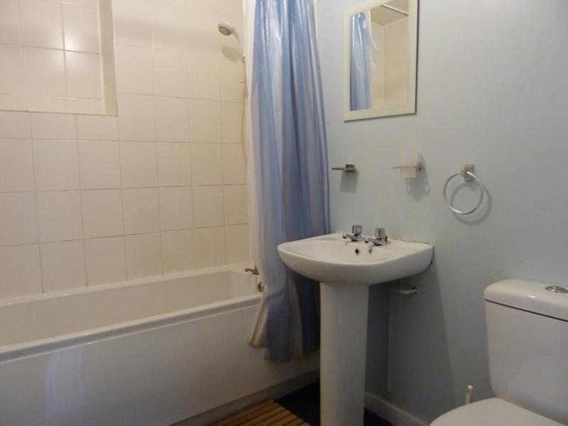 155 Hutcheon Street, Ground Right - Bathroom