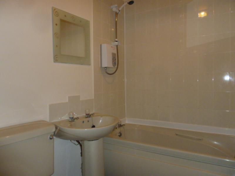 12 Menzies Road - Bathroom