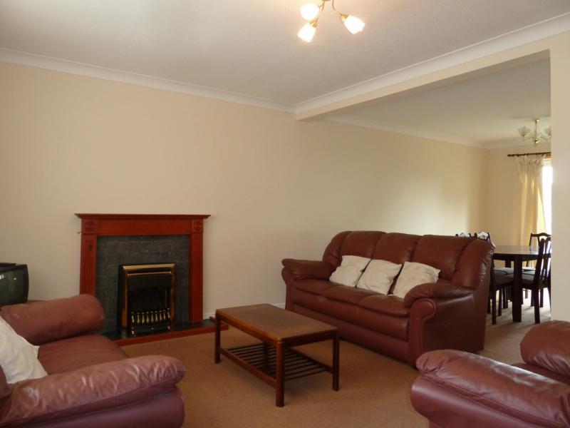 110 Newburgh Road - Lounge