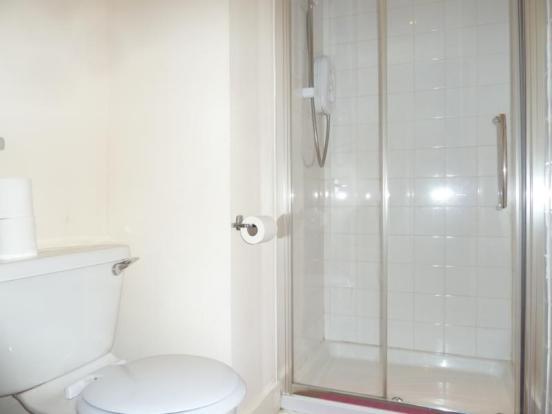 5 Rosebank Place, 1st Left - Shower Room