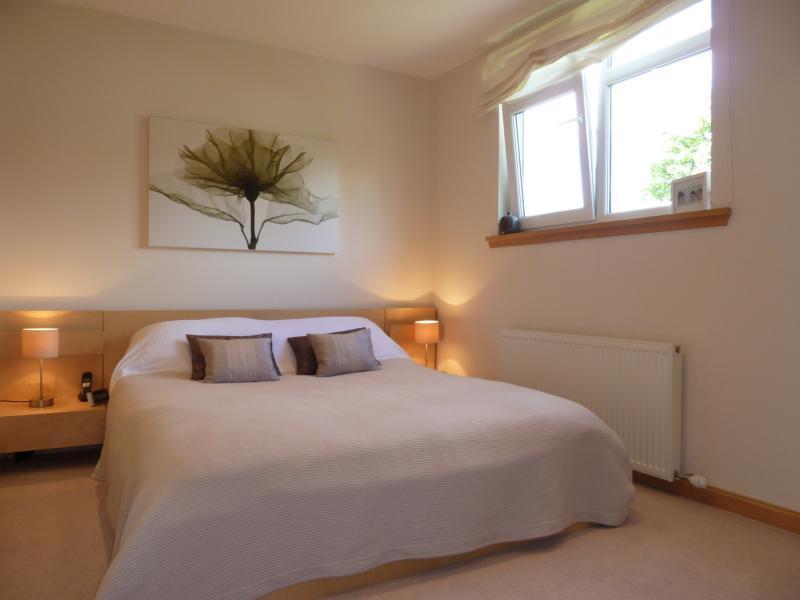 27 Seafield Crescent - Master Bedroom (2)