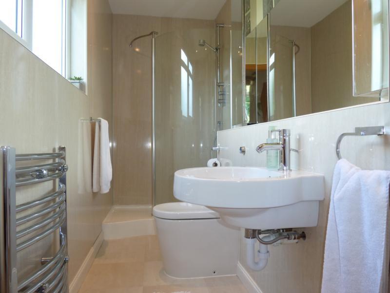 27 Seafield Crescent - En-suite Shower Room