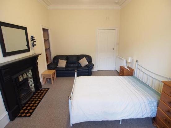 Lounge/Bedroom (3)