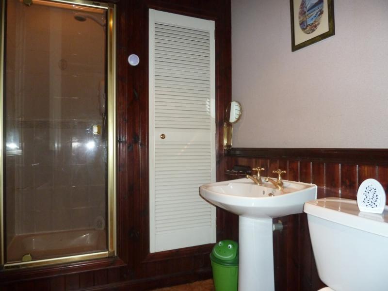 105 Willowbank Road - Bathroom