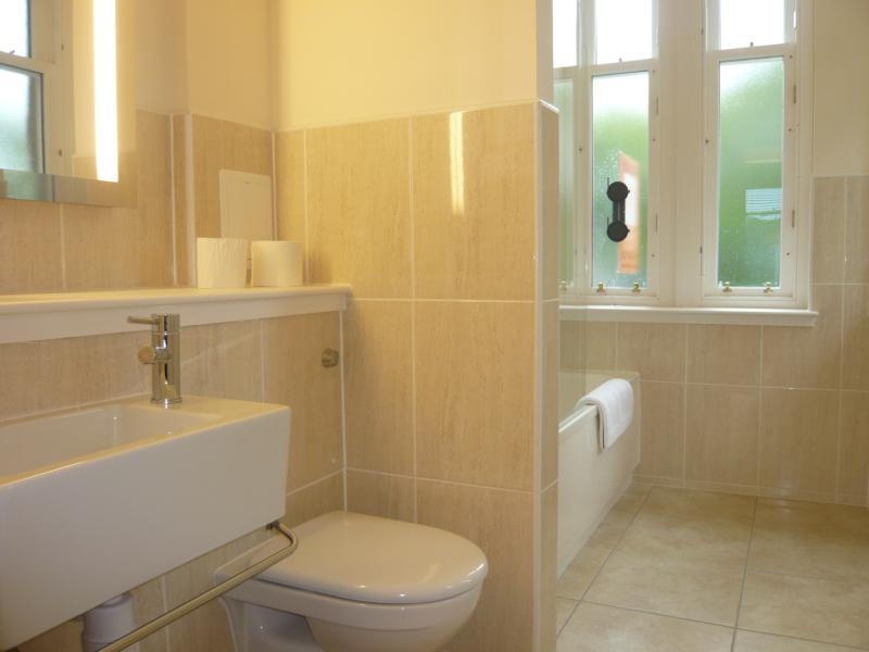 5 Marshall Mackenzie Road, Kingseat - Bathroom