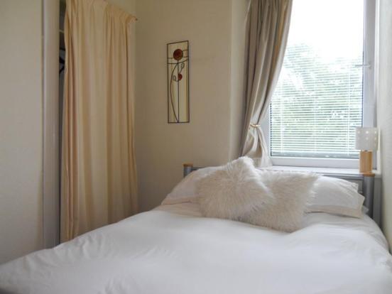 52 Balmoral Terrace - Bedroom