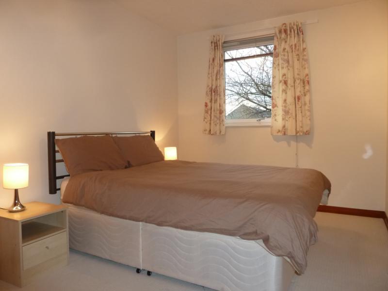 3 Caroline Apartments - Bedroom