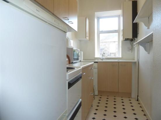 13 Wallfield Place, 1st Left - Kitchen