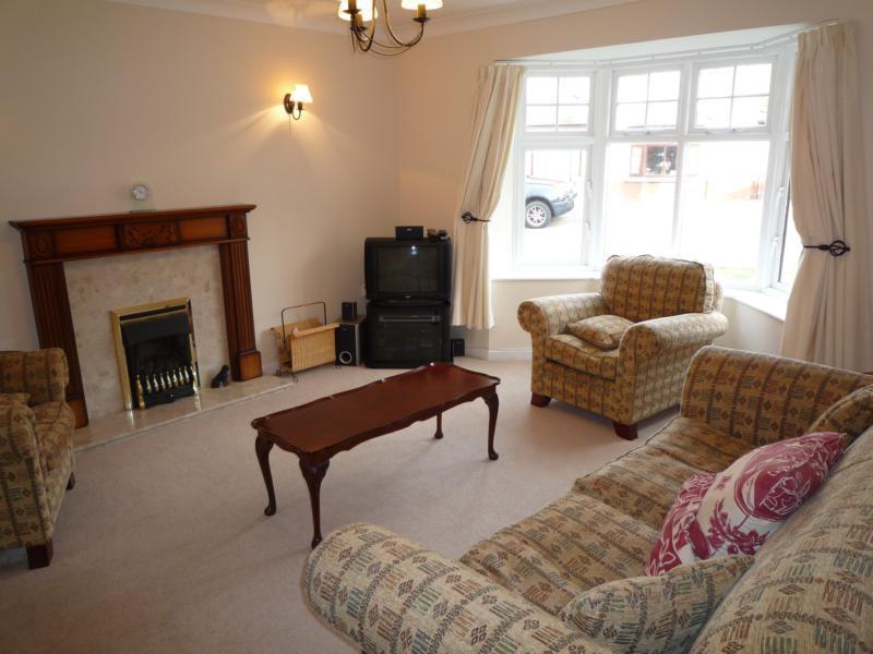 16 Wellside Circle, Kingswells - Lounge