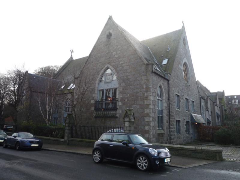 8 Caledonian Court - Exterior