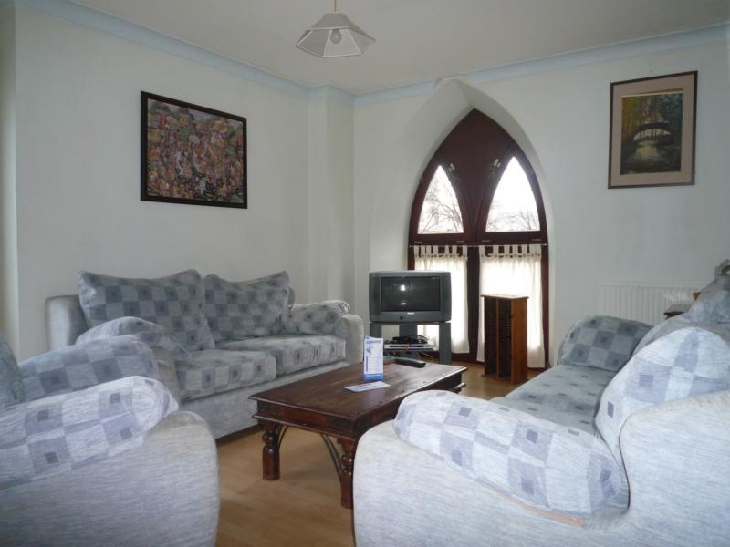 8 Caledonian Court - Lounge