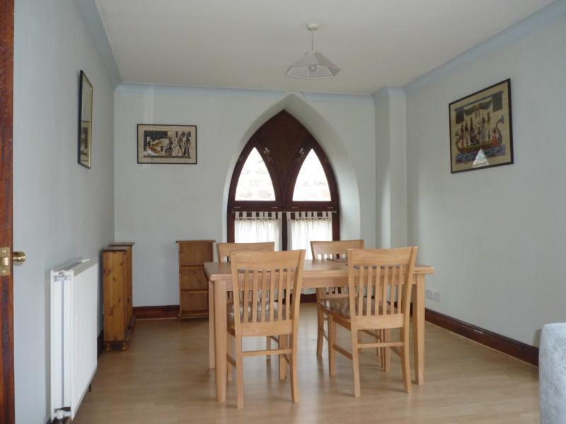 8 Caledonian Court - Dining Area