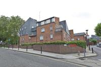 3 bed Flat in Cartwright Street...