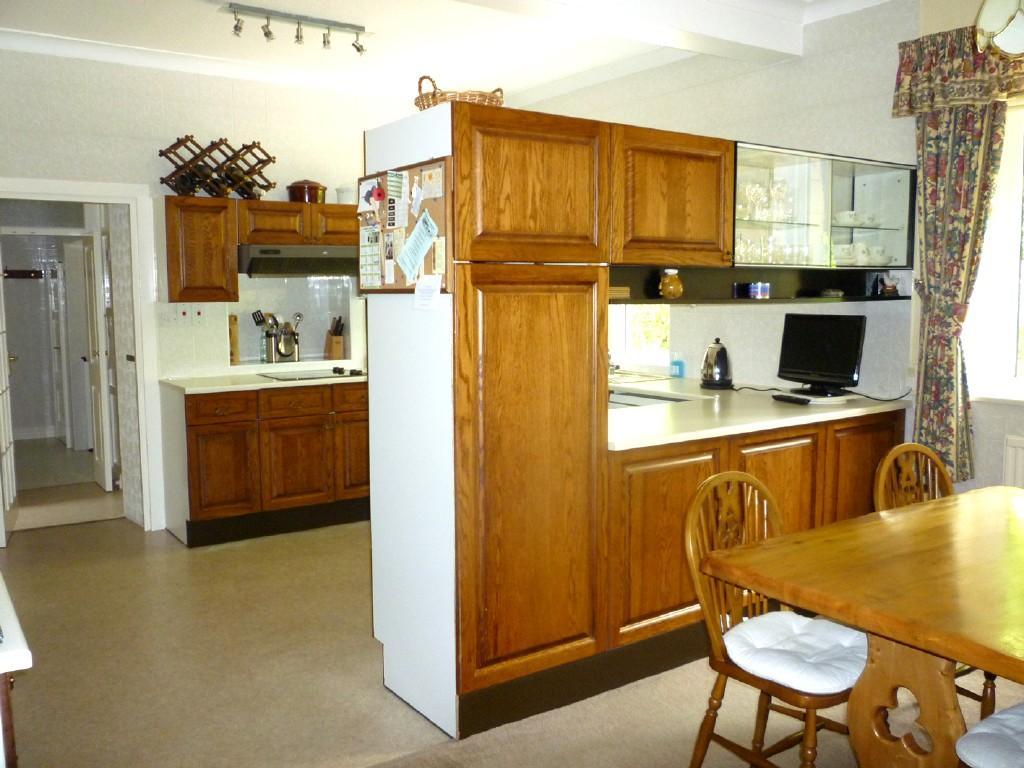 Kitchen diner design ideas photos inspiration for Cream and brown kitchen ideas