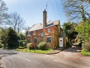 4 bedroom Detached property in Tupwood Lane, Caterham