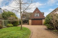 4 bedroom Detached house in Limpsfield Road...
