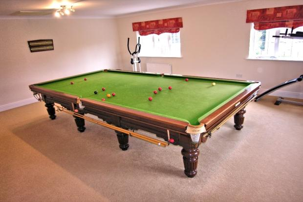 BED 6 & GAMES ROOM