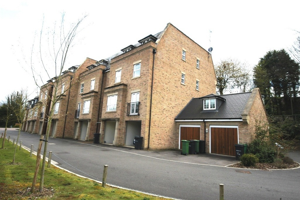 2 Bedroom Flat To Rent In Yorke House Bell Lane Bearsted Maidstone Kent