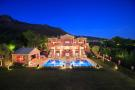 8 bed Villa for sale in Andalusia, M�laga...