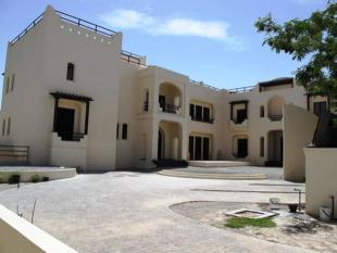 Villa in Emirate Hills Villas...