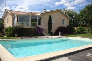 Detached property for sale in Guîtres, Gironde...