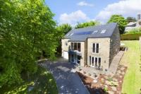 4 bedroom Detached house in Cleeve Hill, Rawdon, LS19