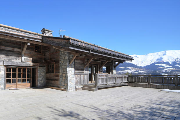 Huge terrace for ent
