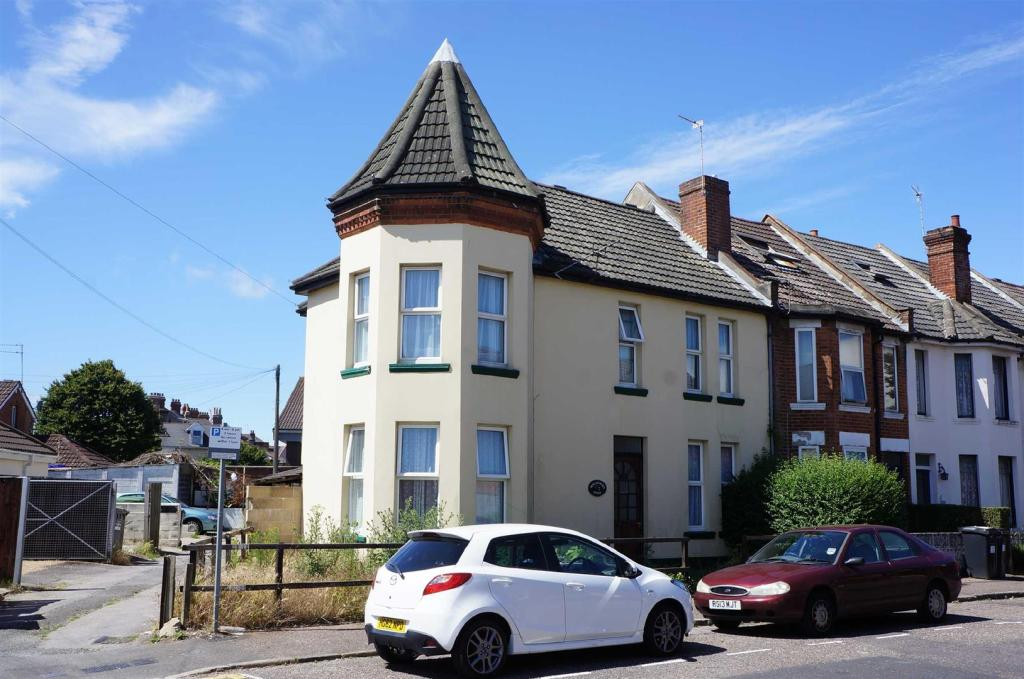 1 Bedroom House Share To Rent In Malmesbury Park Place