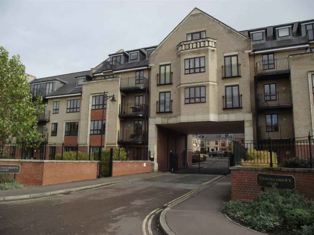 2 Bedroom Apartment To Rent In Riverside Cambridge Cb5 8jb Cb5