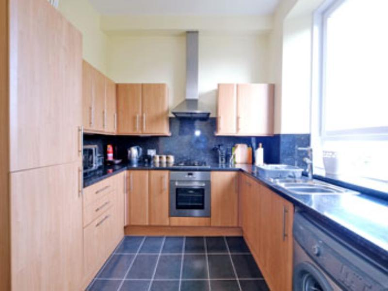 Ferryhill Ter 10a Kitchen 2 (web)