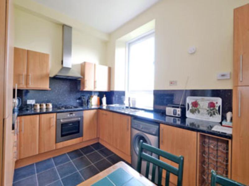 Ferryhill Ter 10a Kitchen (web)