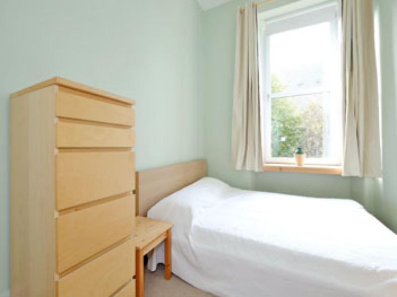 Ferryhill Ter 10a Bed 2-2 (web)