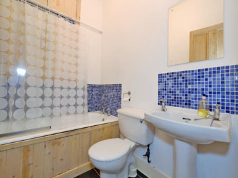 Ferryhill Ter 10a Bathroom (web)