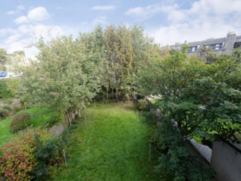 Ferryhill Ter 10a Garden (web)