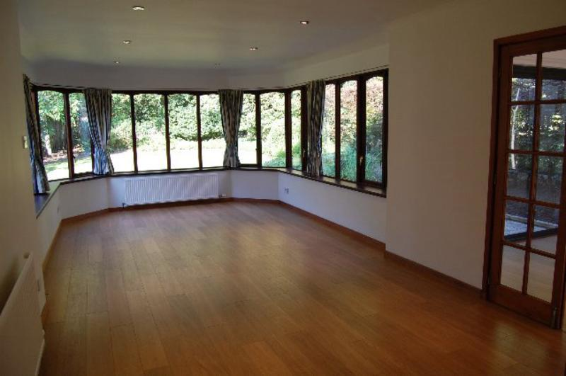 23 Earlspark Crescent - Dining Room_640x425