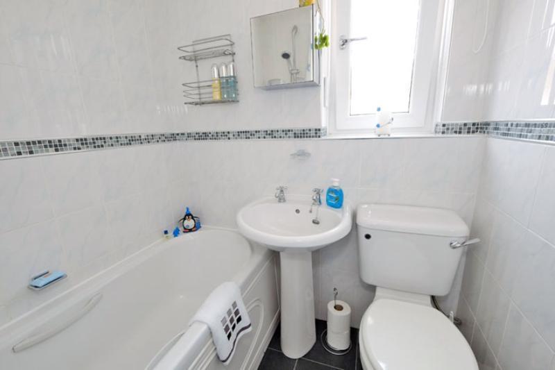 Millside Dr 24 Bathroom (14)